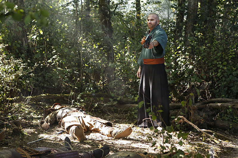 "DC's Legends of Tomorrow --""Shogun""-- Image LGN203a_0155.jpg -- Pictured: Dominic Purcell as Mick Rory/Heat Wave -- Photo: Bettina Strauss/The CW -- © 2016 The CW Network, LLC. All Rights Reserved."
